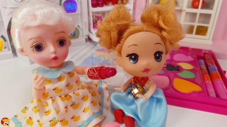 小豆豆偷用芭比的化妆品玩耍,芭比发现后非常生气