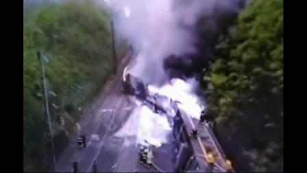 济南至广州1179次客运列车在湖南郴州脱线列车侧翻多人受伤正在救援