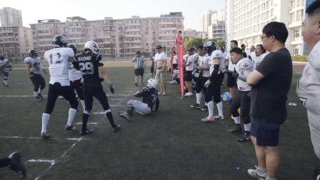 西蒙秀:冲锋达阵 美国第一运动橄榄球在中国