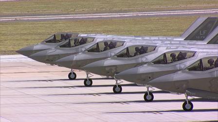 直升机航拍卢克空军基地战机抗疫宣传编队飞越凤凰城