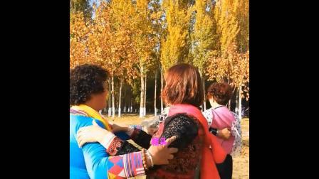 伊宁东苑合唱队部分队友为陈玉香刘雪梅二位回东苑家接风邀枫树林游记