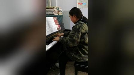 学生贾晓晴演奏的月光三