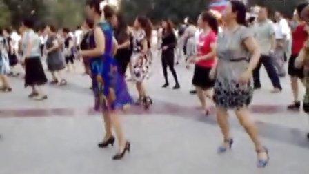 吉林松原广场舞--(繁荣小区-少妇四步)