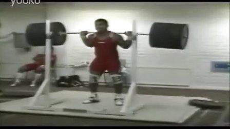 神力——古巴74公斤级举重运动员Aranda无装备后蹲290公斤2次