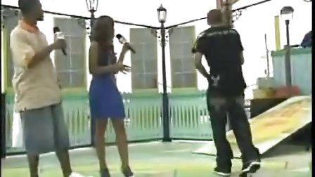 Chris Brown 跳舞(注意表情)