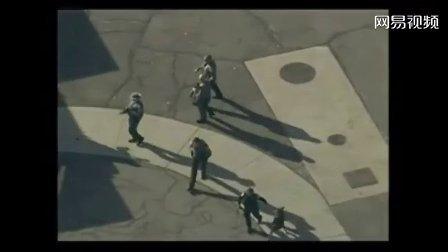 美国警方搜索康涅狄格州学校枪击案现场