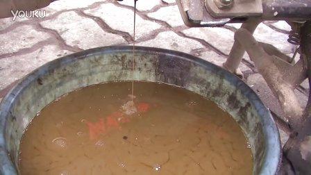 GW250放出来的机油跟泥水一样(机油是豪爵铃木全合成机油)