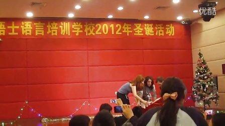 惠州市泰晤士语言培训学校圣诞Party师生大跳《江南Style》