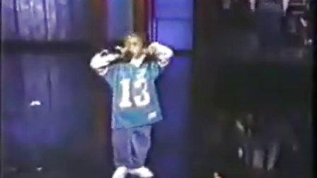 6岁 的 Lil Bow Wow 表演rap。。。果然厉害~