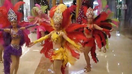 商场里的艳舞表演