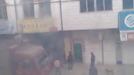 广西省上思县在妙镇:他们为什么如此嚣张?十几人手持砍刀冲入居民家中!!嚣张的社会渣滓!!!