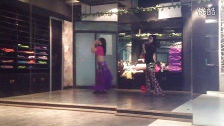 穿秋裤跳舞的女人