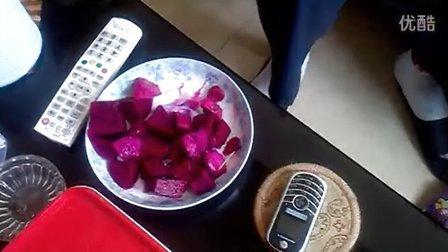 20121001134吃红肉火龙果,最近老爱发出怪声