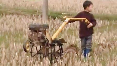 南昌八马 小型农机 耕犁田地机 微耕机录像