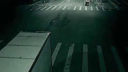 深夜十字路口监拍灵异事件