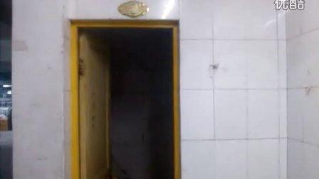 大头在女厕所撒尿