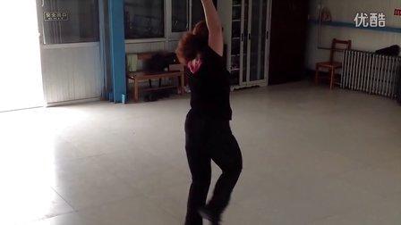 柔力球单打:弯弯的月亮 创编表演者:杨菊萍