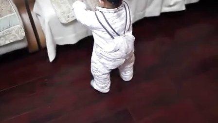 扫地的娃娃