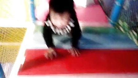罗益明三岁半在宜春步步高广场儿童城