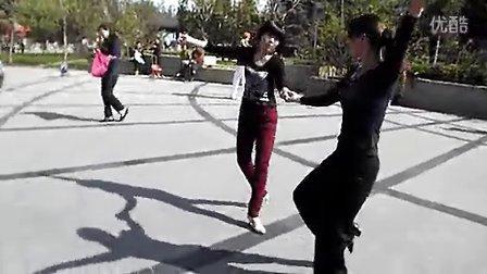 李雪和朋友跳拉丁抡巴舞手机号.15981831726
