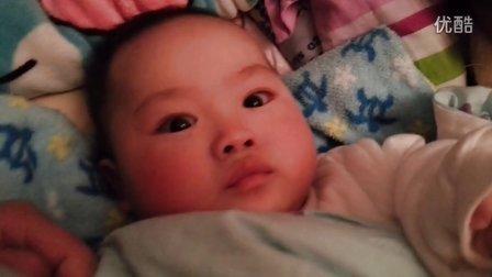 20130205_江明灏睡着突然醒了就玩起来了
