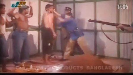 印度女警教训罪犯