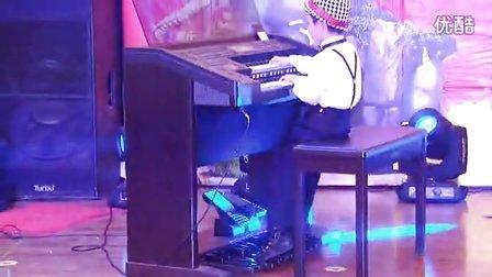 瑞安市贵族专业艺术培训学校 学生双排键演奏【洋娃娃小熊跳舞】改编 吕海