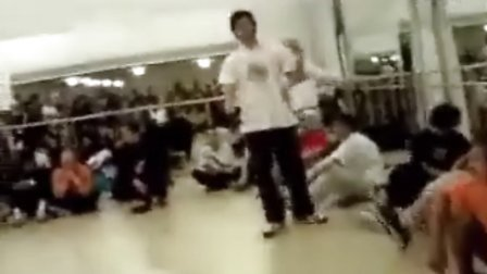 BBoy Cico how to do 1990 ( FULL CLIP___ ) 转自youtube