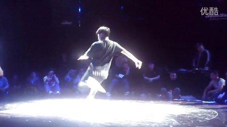 2013Free Style hainan街舞大赛十周年16进8 Lilyang vs 毛毛