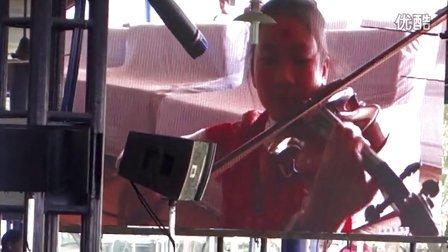 中国小瑜伽在德里Nirmal Dham 演奏小提琴