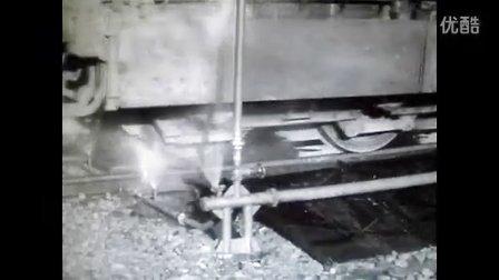 冷战中的疯狂训练:东德军队练习运输途中坦克紧急跳跃下火车技术