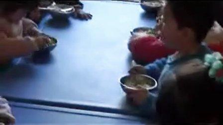 张掖 甘州区东湖幼儿园2013春学期小班一日生活