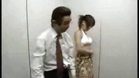 激情电梯,美女脱衣恶男狂