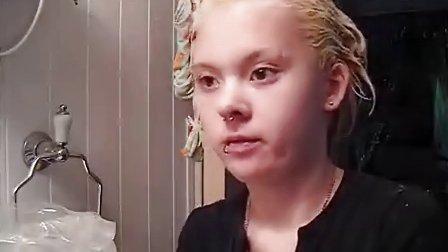 【豆瓣染发小组福利】外国网友DIY染发,从金色混色漂/染成粉红色
