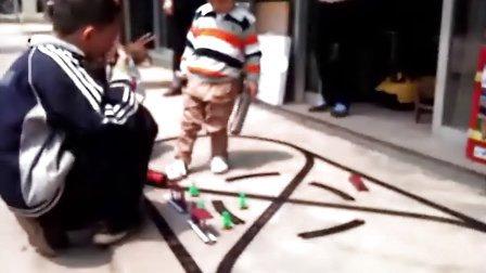 小伙伴一起玩火车