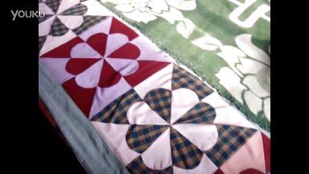 【拍客】用旧衣服改制的门帘 床垫和枕头