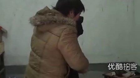 [2013榜样季]【拍客】孝顺儿媳照料瘫痪婆婆12年无怨无悔