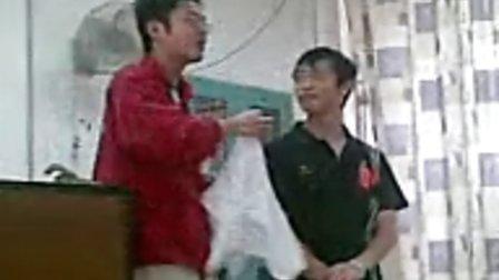 谢英辉参加广州市红十字会卫生救护培训班之创伤时绑带的用法