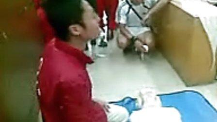 谢英辉参加广州市红十字会卫生救护培训班之老师心肺复苏演练示范