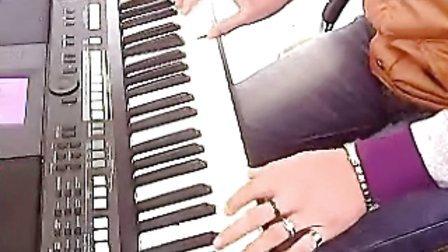 电子琴弹唱。最远的你是我最近的爱~!