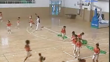 小学体育跳单双圈协同合作游戏 983228566 1