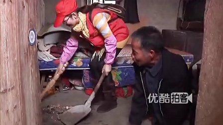 【拍客】感动义工志愿者关爱孤寡老人传递爱心