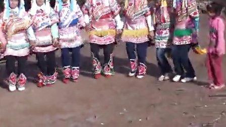 2012年武定县猫街镇半村委会中秋节左脚舞视频5