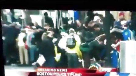 波士顿爆炸发生后 市民疯抢马拉松T恤