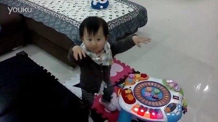 一岁零两个月(突然就会走路了)