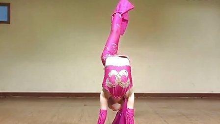 明姑娘练杂技