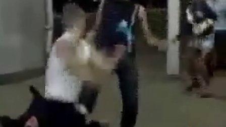 【鑫丽宸灬HD】俄罗斯街头一猛男与五人之间的打架斗殴(有KO)