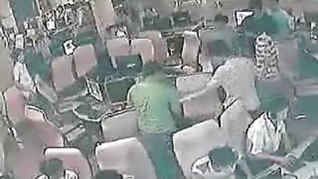 【鑫丽宸灬HD】实拍网吧网管被人群殴全过程