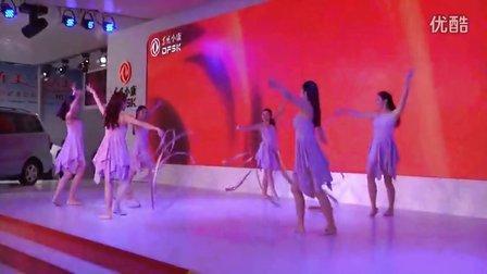 2013上海车展彩带舞