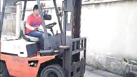 深圳市龙诚职业培训学校叉车实操训练场实操训练